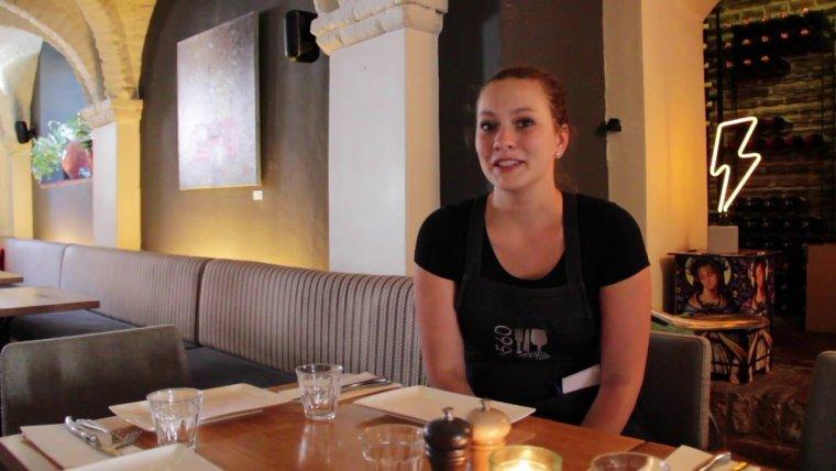 YouTube video - Gastvrouw Renske loopt stage bij Brasserie 1560